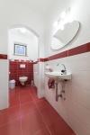 WC und Waschbecken Mittelgeschoss